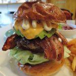 所沢で肉肉しいハンバーガーが食べられる!小手指駅「チョッパーズ」